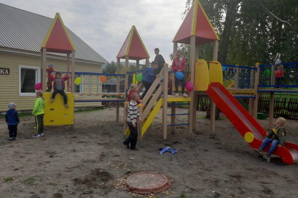 Открытие детской площадки в п. Катунь
