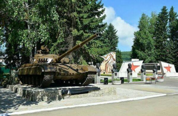Торжественное открытие памятника Танк Т-64 в Алтайском